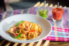 Frutti di mare dell'aglio della frittura di scalpore Fotografia Stock