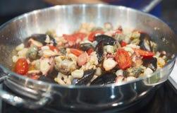 Frutti di mare sulla vaschetta calda Fotografia Stock