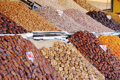 Frutti e dadi secchi ai mercati Fotografie Stock