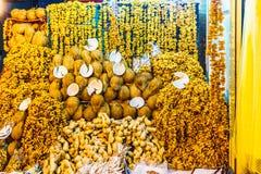 Frutti e date secchi nel bazar di Ispahan fotografie stock