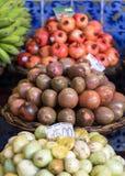 Frutti esotici freschi sul mercato famoso del DOS Lavradores, isola di Funchal Mercado del Madera, Immagine Stock