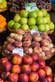 Frutti esotici freschi sul mercato famoso del DOS Lavradores, isola di Funchal Mercado del Madera, Fotografie Stock