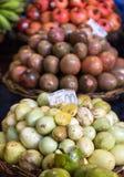 Frutti esotici freschi sul mercato famoso a Funchal & x28; DOS Lavradores& x29 di Mercado; , Isola del Madera, Immagini Stock