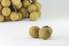 Frutti freschi dei Longans su fondo bianco Fotografie Stock Libere da Diritti