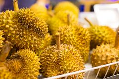 Frutti freschi del Durian da vendere sulla stalla del mercato Immagini Stock Libere da Diritti