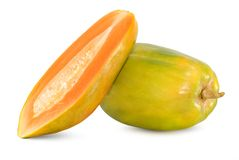 Frutti freschi della papaia su bianco fotografie stock libere da diritti
