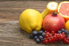 Frutti isolati su fondo di legno Immagine Stock Libera da Diritti