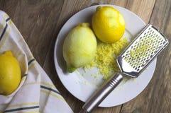 Frutti organici del limone di Zesting fotografia stock