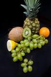 Frutti su fondo nero in studio Fotografia Stock Libera da Diritti