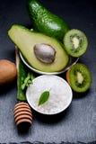 Frutti sulla tavola con il gambo di aloe e di sale marino Immagine Stock Libera da Diritti