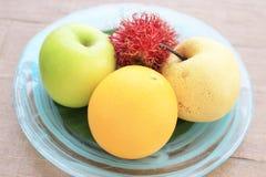 Frutti tailandesi su fondo di legno Fotografia Stock Libera da Diritti