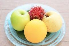 Frutti tailandesi su fondo di legno Fotografia Stock