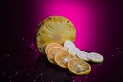 Frutti tropicali con il fondo di colore Immagine Stock Libera da Diritti