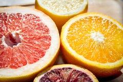 Frutti tropicali sullo scrittorio fotografia stock libera da diritti