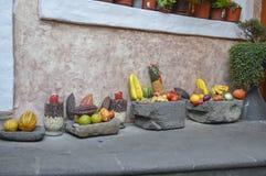 Frutti, verdure e canestri della pietra dal Sudamerica Immagini Stock Libere da Diritti