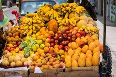 Fruttifichi sul mercato in Paracas, Perù fotografia stock