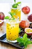 Frutto della passione con il litchi Mojito Fotografie Stock