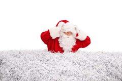 Förvirrad jultomten som söker något Royaltyfri Foto