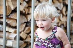 Förvånad liten flicka Arkivfoton