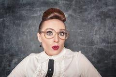 Förvånad lärare med glasögon Arkivbilder