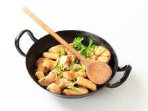 fry цыпленка подготовляя stir Стоковые Изображения