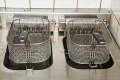 2 fryers металла глубоких с сжатиями в кухне Стоковое Изображение RF