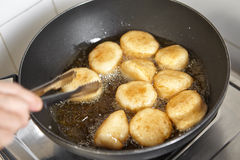 Frying fish cake Royalty Free Stock Photos