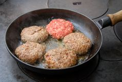 Frying hamburger Royalty Free Stock Photos
