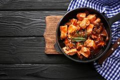 Frying pan with chicken cacciatore Stock Photos