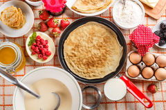Frying pan with pancake Royalty Free Stock Photography