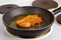 Frying pan with salmon steak Royalty Free Stock Images