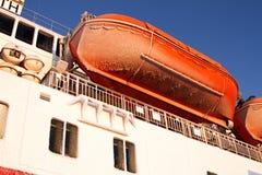 Fryst blå himmel för livräddningsbåt skrov Royaltyfri Fotografi