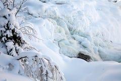Fryst vattenfall Tannforsen i vintern, Sverige fotografering för bildbyråer