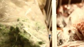 fryst vinbär stock video