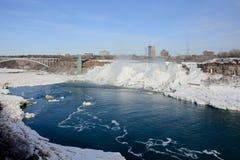 (Fryste) Niagara Falls, royaltyfri bild