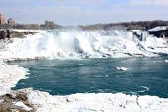 (Fryste) Niagara Falls, royaltyfria foton