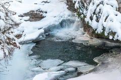 Fryste vattenfall av Johnston Canyon i den Banff nationalparken, Kanada arkivbild