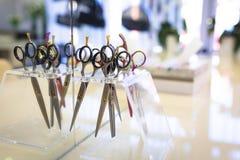 Fryzjerów męskich nożyce ustawiający fotografia royalty free