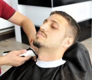 Fryzjer męski i klient zdjęcia royalty free