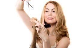 Fryzjer męski kobiety tnący włosy Obraz Stock