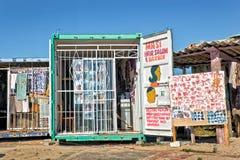 Fryzjer męski w społeczności miejskiej Khayelitsha Zdjęcie Stock