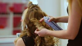 Fryzjer robi włosy zbiory
