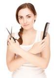 Fryzjer trzymający nożyce i gręplę zdjęcie royalty free