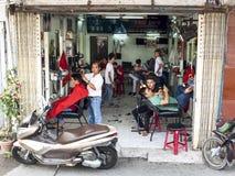 Fryzjerstwo salon wewnątrz Może Tho, Wietnam obraz stock
