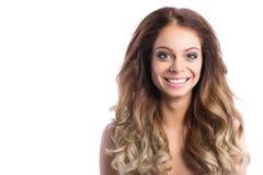 fryzury Piękno kobieta z długim kędzierzawym włosy zdjęcia stock