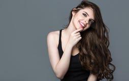 fryzury Piękno mody dziewczyny modela portret fotografia royalty free