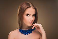 fryzury Piękno dziewczyny Seksowny Wzorcowy portret z Perfect manicure'em i Makeup obraz royalty free