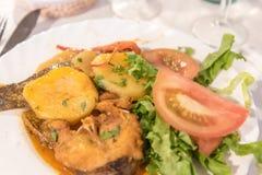 Fsh sirvió en un restaurante en Mosteiros en la isla del sao Miguel en las Azores, Portugal Imagenes de archivo
