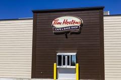 Ft Уэйн - около сентябрь 2016: Кафе Tim Hortons & печет магазин Это версия США популярного канадского ресторана II Стоковое Изображение