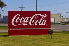 Ft 韦恩,大约2015年12月:可口可乐装瓶 免版税图库摄影